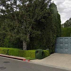 Vstupní brána do sídla Warner Estate