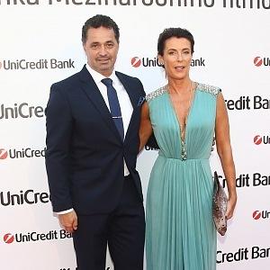 Martina a Daniela Dejdarovi - šaty Elisabetta Franchi