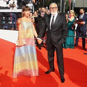 Jiří Bartoška s manželkou - šaty Liběna Rochová
