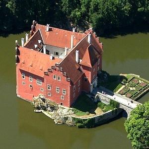 Letecký pohled na vodní zámek