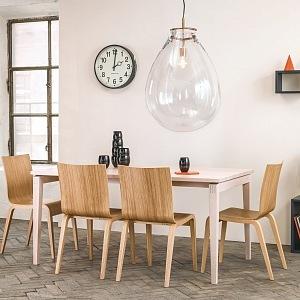 Židle Simple a světlo Tim