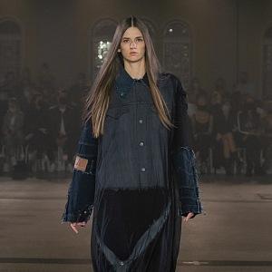 Žena v černých šatech od Zoltána Tótha