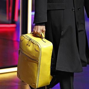 Žlutý kufřík Fendi