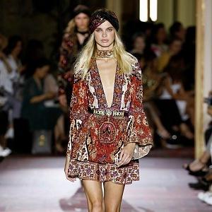 Exotické vzory dělají z modely módní skvosty