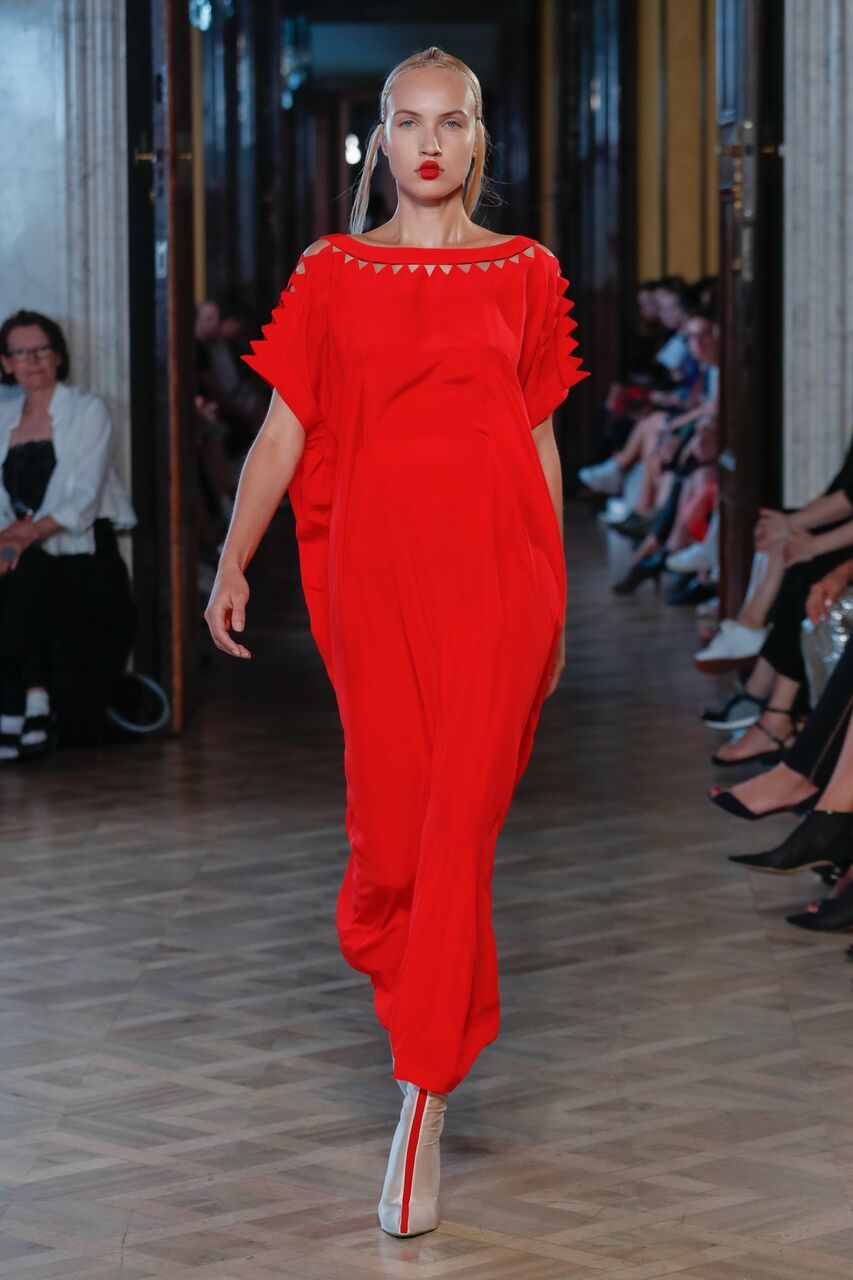The designer sent to the catwalk models in luxury clothing and bold  make-up. And nothing more was needed for a perfect fashion show at all!