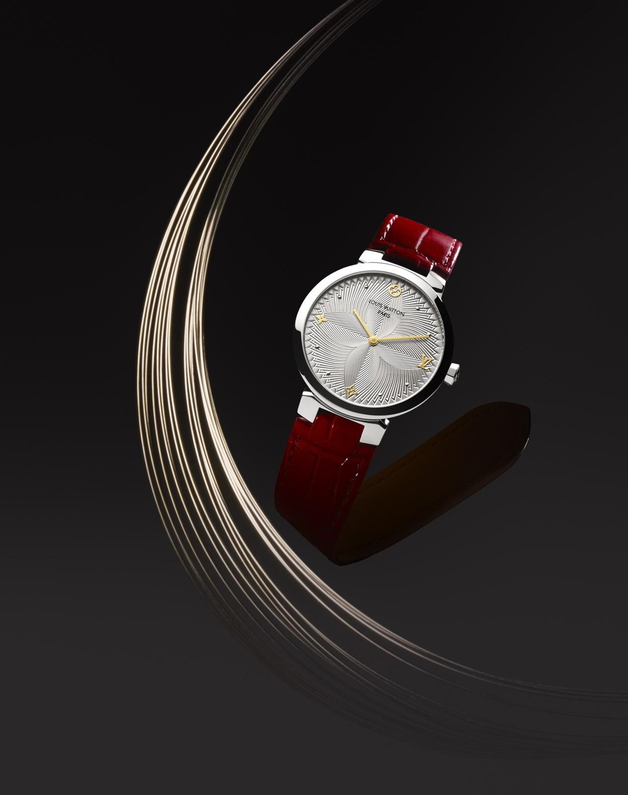Nové hodinky Tambour Slim a jiné dárky od Louis Vuitton  6b303aa370b