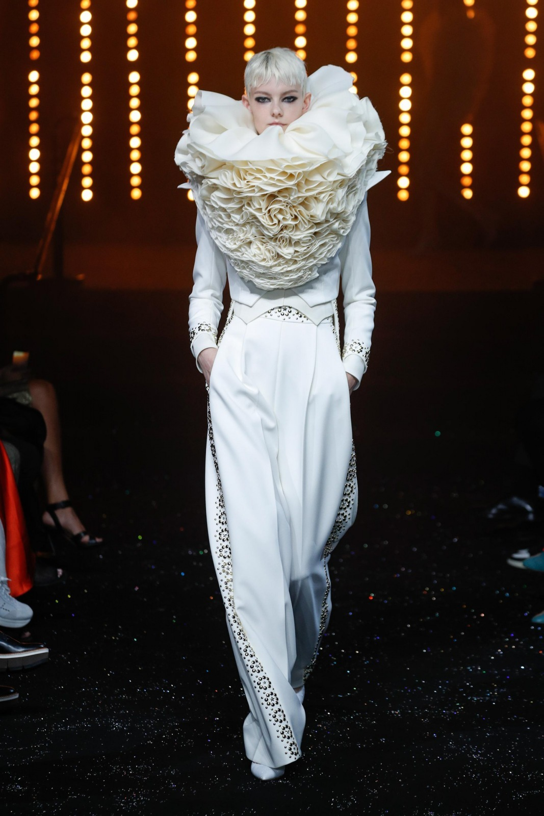 Luxury Show Viktor Rolf The Models Are Decorated With Luxurious Swarovski Crystals